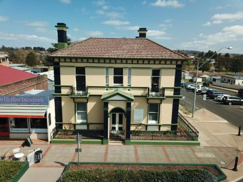 The Bank Guesthouse Glen Innes
