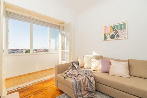 Elegant & detailed apartment for 6