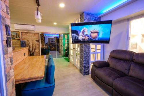 CLOCKWORKORANGE Luxury Suites near Mactan Airport Lapu-lapu, Pusok