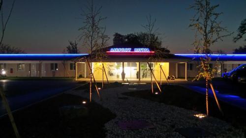 Отель Airport-Hotel 3 звезды Франция