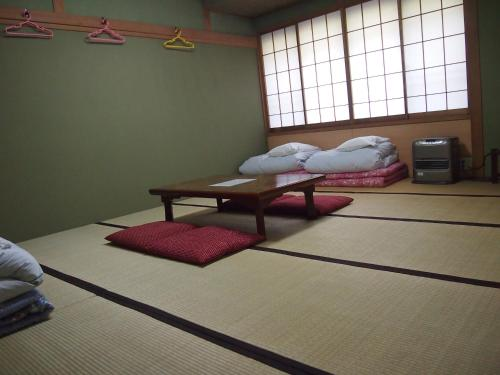 Japanese Style Room with Shared Bathroom 5-6 adult