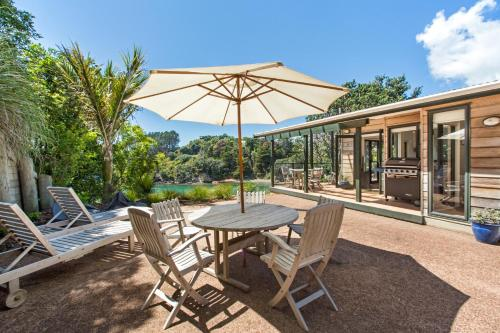 Beachfront Enclosure Bay - Waiheke Unlimited, Oneroa