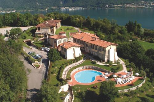 Отель Romantik Hotel Relais Mirabella Iseo 4 звезды Италия