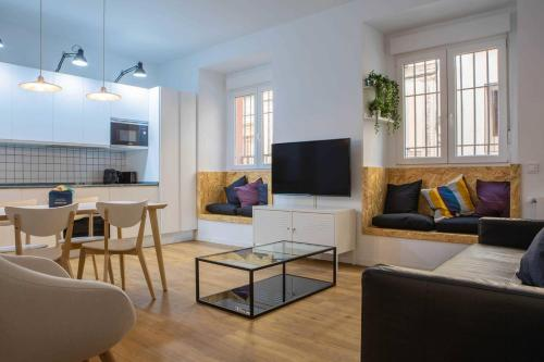 Charming Modern 2bed-Sleeps 5 in vibrant Madrid's City Center
