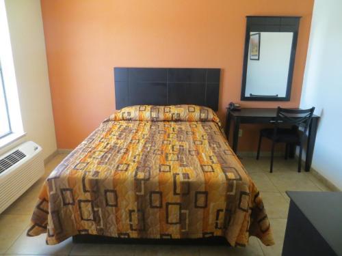 Bayshore Motel, La Porte, TX, United States Overview | priceline.com