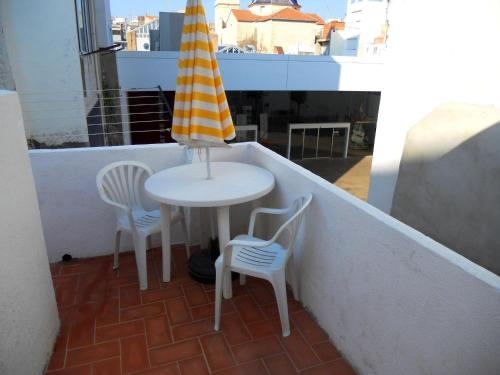 apartment with 3 bedrooms in vinaròs, with wonderful sea view, furnished terr...