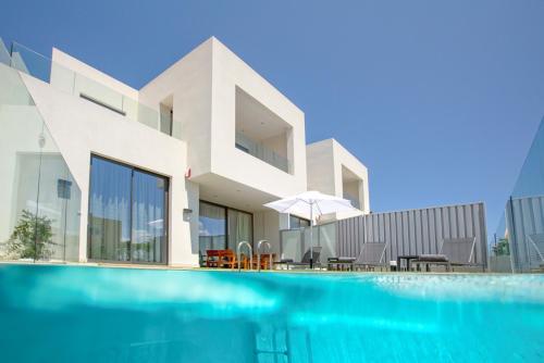 Kato Galatas Villa Sleeps 10 Pool Air Con WiFi, Kato Galatas