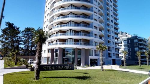 Edificio Stradivarius, Punta del Este