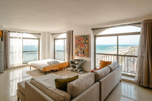Luxury Apartment Right On Bograshov Beach, Tel Aviv