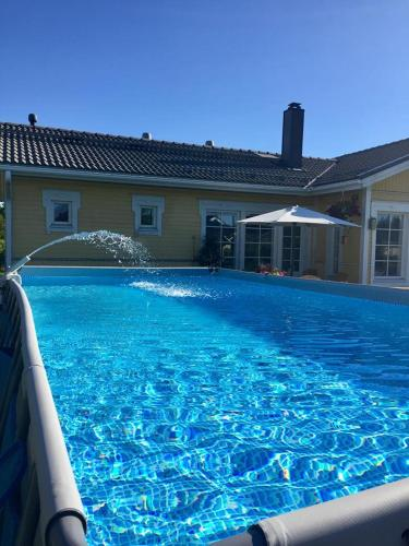 Large private house, sauna/jacuzzi, 29 km fr Helsinki