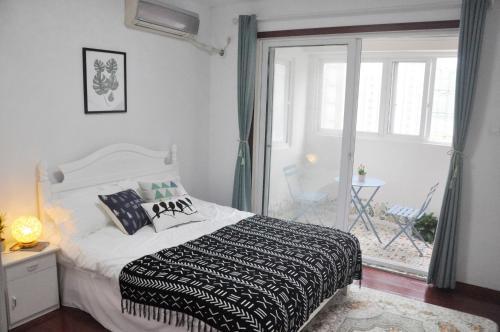 99 Yuan Special Offer Single Room Cozy Homestay near Animal Park, Хайнань