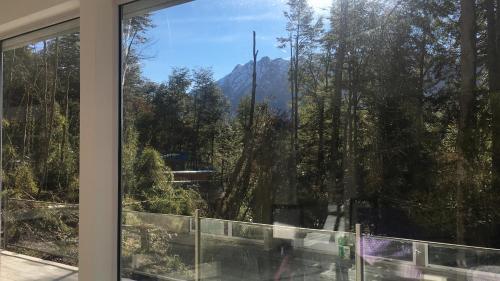 Casa moderna en el bosque y montaña, Villa La Angostura