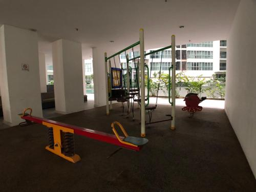 KL city Infinity pool Family suites 5min to KTM@ Regalia, Kuala Lumpur