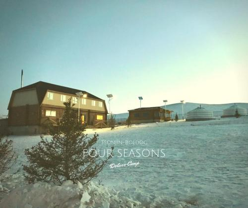 Four Seasons Camp, Arhust