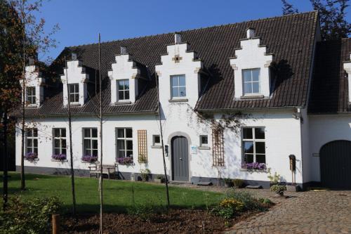 Villa Helena, Linden