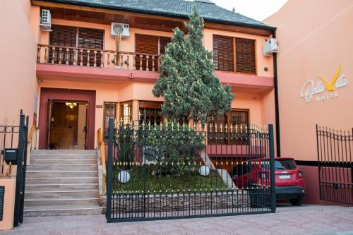 Bella Vita Hotel Luján