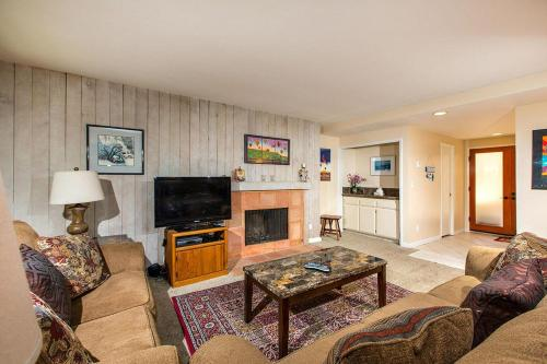More about 2 BR NV Condo SUR7 - Located in an oceanfront complex