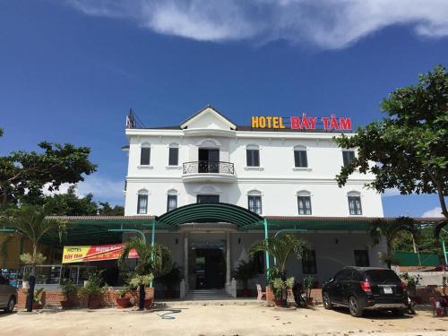 khách sạn Bảy Tâm, Bàu Dòi