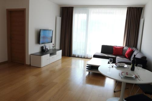 TOP Location, FREE Parking, BRAND NEW Residence