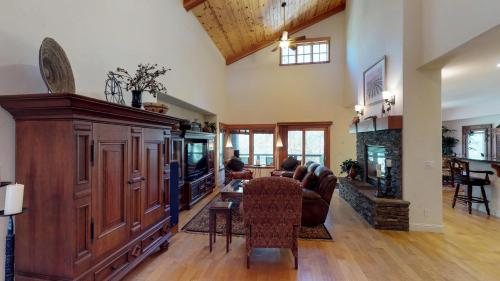More about Pinyon Creek Upscale Vacation Retreat
