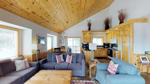 More about Skislope Truckee Vacation Cabin