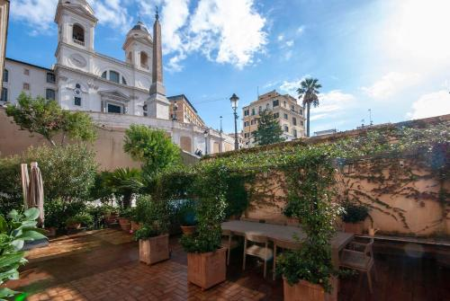 Trinità dei Monti 3 Bedroom Apartment with Terrace