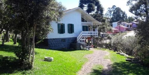 Casa na Serra. 4 dormitórios, amplo pátio