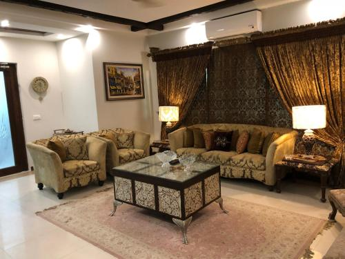 Shahmeer's Saphire Executive Suite, Lahore