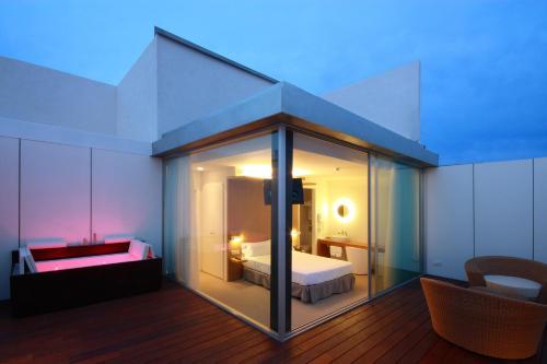 Suite con terraza Alenti Sitges Hotel & Restaurant 1