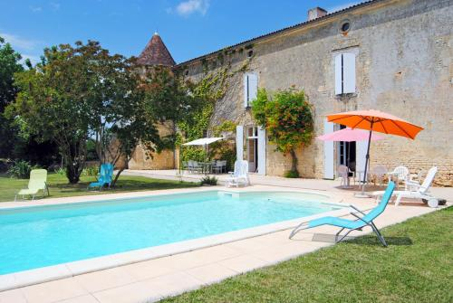 Villars-en-Pons Chateau Sleeps 14 Pool WiFi