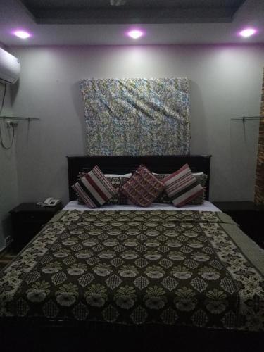 Kehkeshan Inn, Karāchi