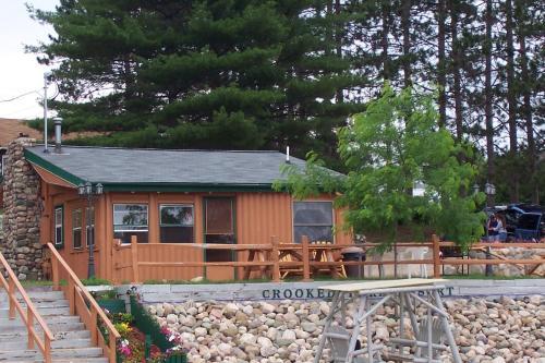 Crooked Lake Resort Cabin 2: (Lilypad Landing )