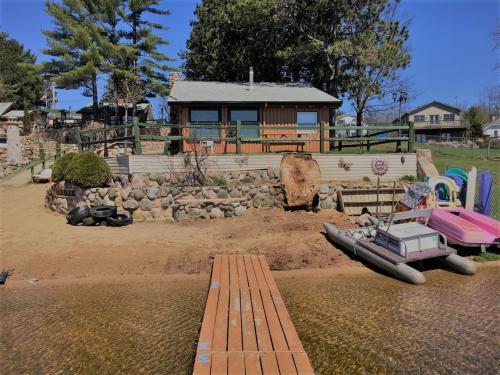 Crooked Lake Resort Cabin 3 ( Cozy Corner )