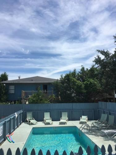 More about BREEZY - HEATED POOL TO ENJOY SPRING & FALL