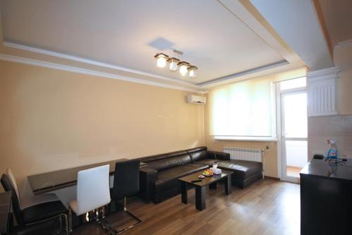 Koghbatsi - Amiryan crossroad 1b/d cozy apartment near Republic Square KO100, Yerevan