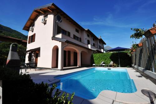 Porlezza Villa Sleeps 11 Pool Air Con