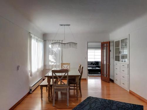 Adorable Bungalow minutes away from the beach - Ocean view and Sauna