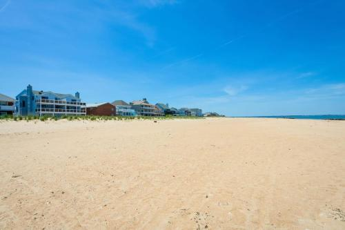 More about Dune Cottage Ocean Suite (2-Bd/2-Bth Beach Condo)