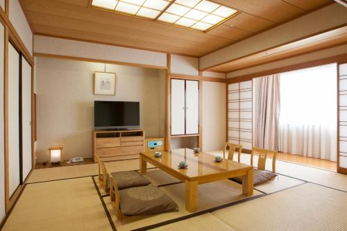 Japanese-Style Family Room (6 Adults) - Smoking