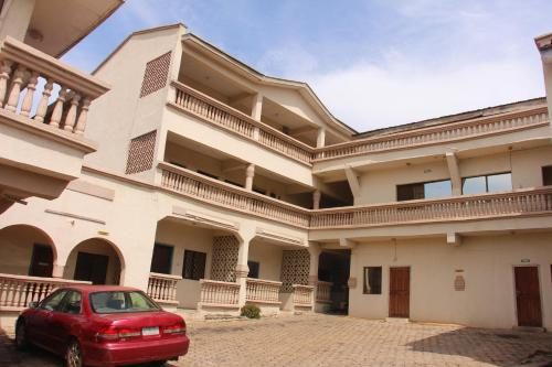 Cliff Hotel & Lounge, Lokoja