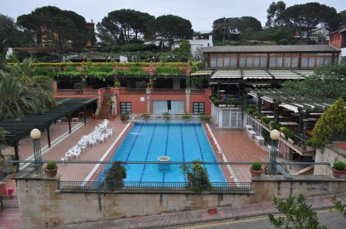 Apartaments El Trull front view