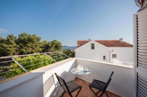 apartment pico bello - three bedroom apartment with balcony and sea view, Vodice