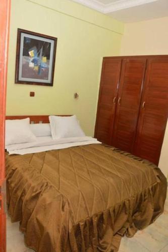 Hotel - Y, Дуала