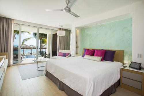 Suite Júnior King Xcelerate Swimout com Vista Tropical  (Xcelerate Jr Suite Swimout Tropical View King)