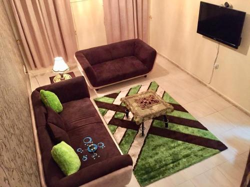 Apartment, Ḩayl Awāmir