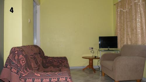 yellow appartments, Paramaribo