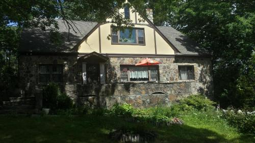Maurrocks - A Pocono Mountains B&B
