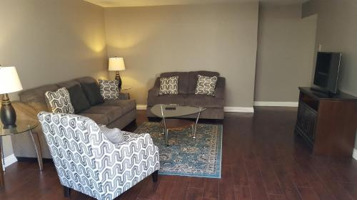 1 min. to Melorse Ave. Fully renovated