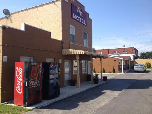 A & E Motel front view