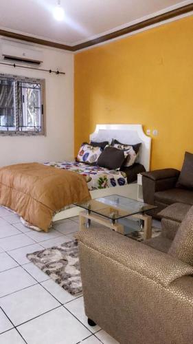 RESIDENCE MEUBLÉE ABIDJAN ANGRÉ (JAUNE), Abidjan